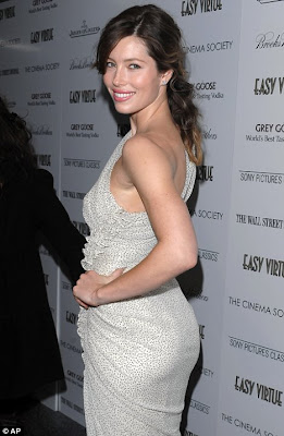 hot Jessica Biel Shows off Her Curves In A Sexy Gown