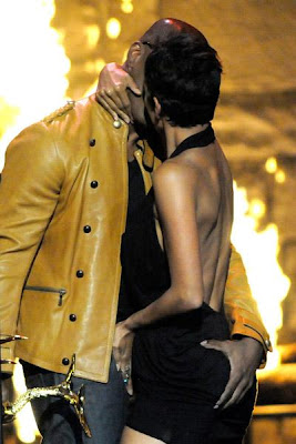 hot Halle Berry And Jamie Foxx Kissing at Spike TV 2009 Awards
