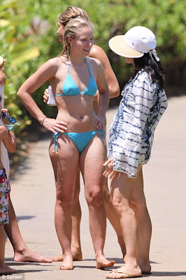 Kristen Bell Showed off Her Sexy Body In Hot Bikini
