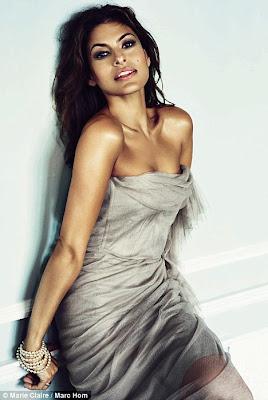 Eva Mendes flaunts her huge Cleavage