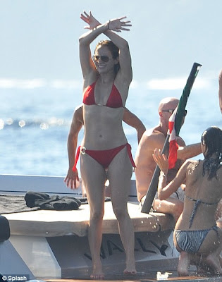 Jennifer Lopez Shows off Hot Body in a Sexy Red Bikini