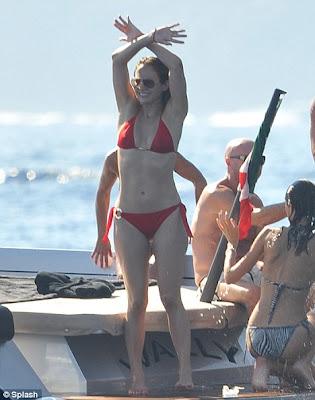 Jennifer Lopez Shows off Hot Body in a Sexy Red Bikini