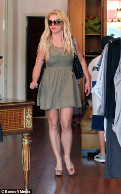 Britney Spears Squeezes Into Three Dress in One Shopping trip