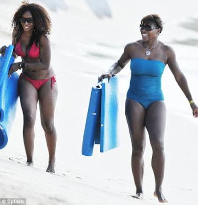 Serena Williams Swimsuit Malfunction !!