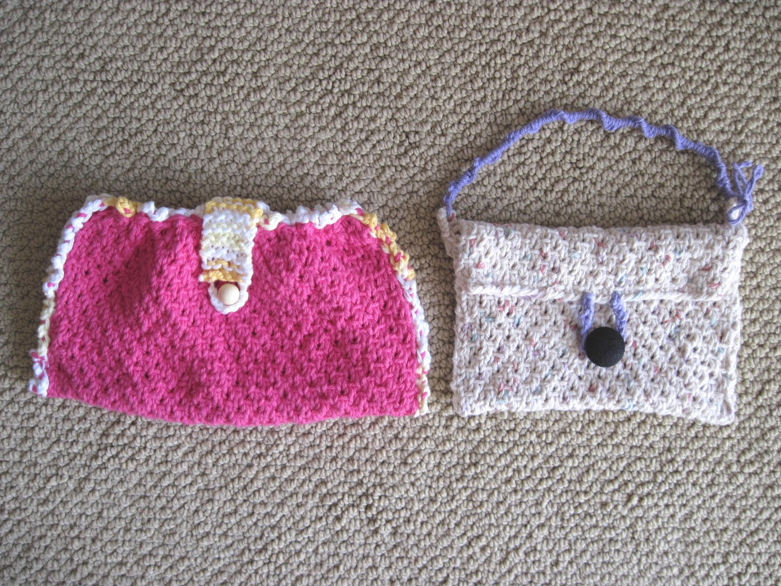 Knitted Bag Patterns For Beginners : little knitted bags another kind of needlin around i do is knitting ...