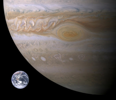 http://1.bp.blogspot.com/_yUCpAPowDgk/Sh6qrmC2AiI/AAAAAAAADyY/Me7wTUl9Y1g/s400/jupiter-earth-spot_comparison.jpg