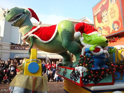 Disney's Let It Snow Parade Photo 8
