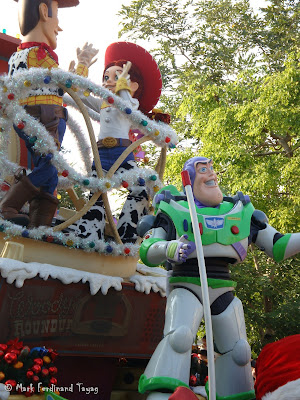 Disney's Let It Snow Parade Photo 7