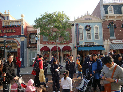 Disneyland Snowing Photo 7