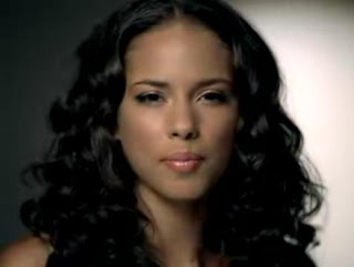 Alicia Keys in Superwoman music video