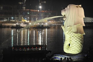 Singapore Merlion Hit by Lightning