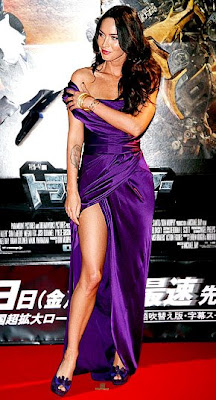 Megan Fox Shows Some Leg at Transformers Premiere Photo