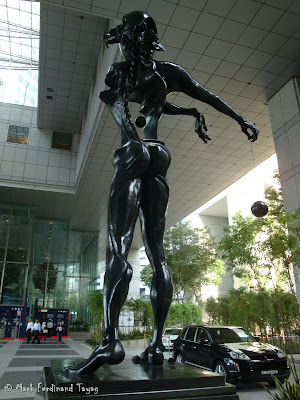 Salvador Dali Statue in Singapore Photo 4