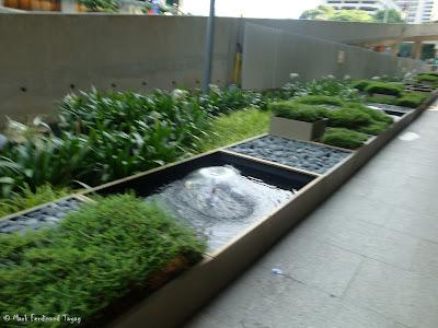 Raffles Fountain Photo