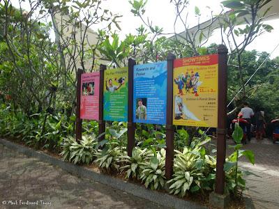 Jurong Bird Park - Birds n Buddies Show Photo 2