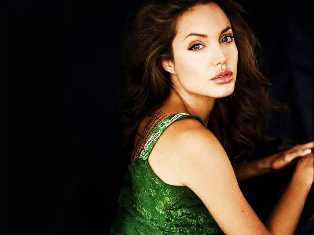 http://1.bp.blogspot.com/_yZcK2igoTw0/TAoFOtsSegI/AAAAAAAAALM/oLVkRp_hElY/s1600/Angelina_Jolie_Wallpaper.jpg