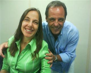 Mara e Júlio Cesar encostado em seu ombro