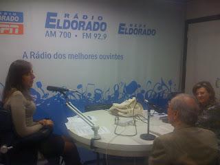 Mara conversando com Alfredo e Maria Cecilia no estúdio da Eldorado