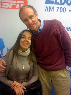 Mara Gabrilli ao lado de Martin Grossmann no estúdio da Rádio Eldorado