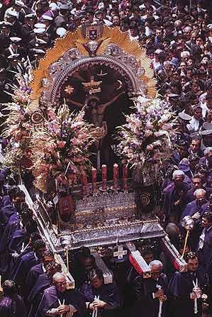 El Señor de los Milagros en procesiòn (Lima)