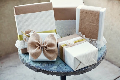 DIY Burlap and Lace Gift Wrap