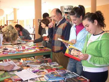 http://1.bp.blogspot.com/_ybNUB8i5Mzw/RztVo0Q8Y5I/AAAAAAAACa0/FIT6O7dkauA/s400/20070427081557-feria-libro-ies-porcuna-2007.jpg