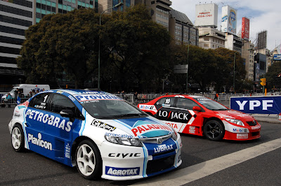 El equipo Honda con su Honda
