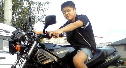 12 year old fixing a Kawasaki FX400