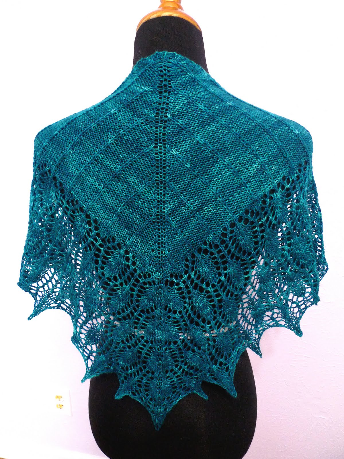 Peacock Knitting Pattern : knit your love: Peacock Shawlette n Shawl eBook