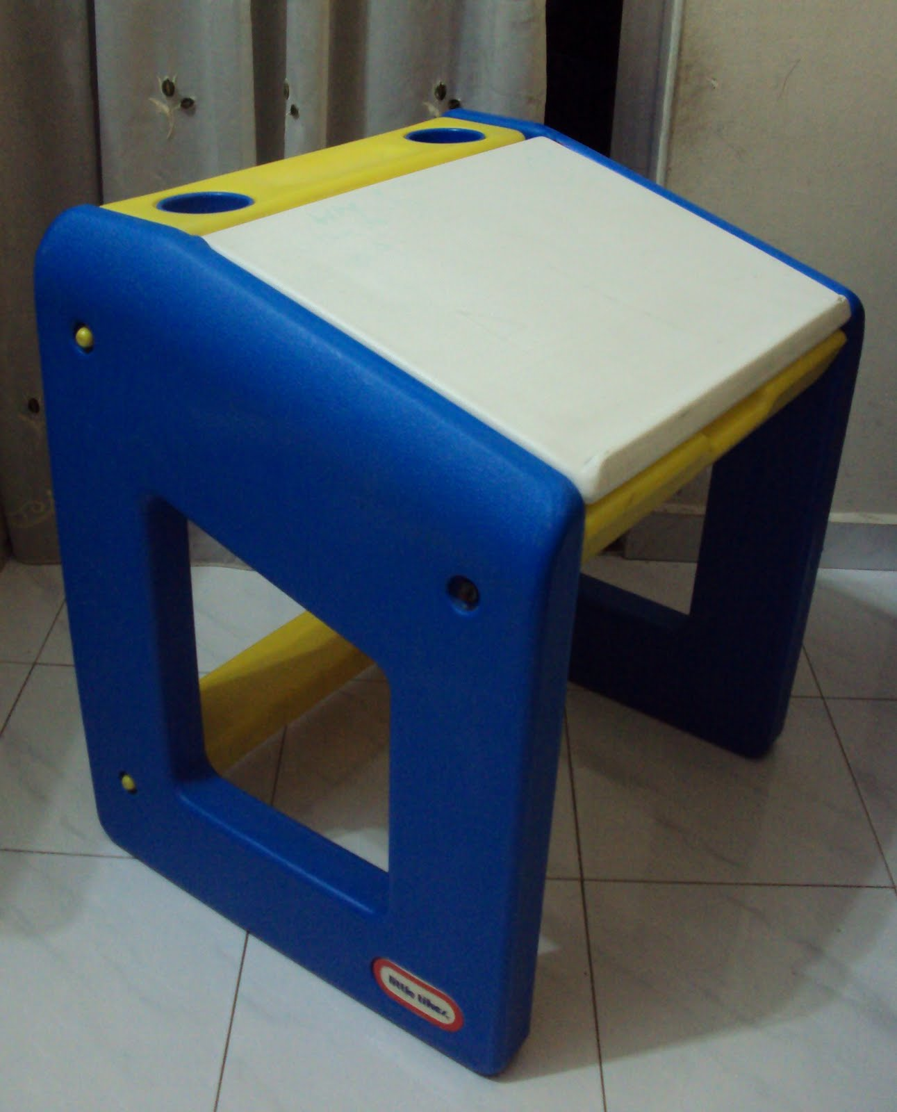 Toys4toddlers Little Tikes study table