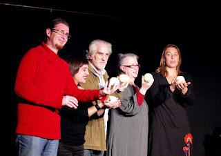 Gritos verticales Gracia Iglesias cangrejo pistolero poesía performance Madrid Sala Triángulo presentación Ana Rossetti Nuria Mezquita Laura Rosal