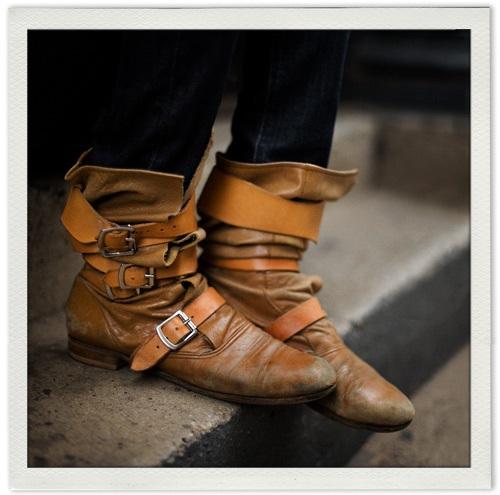 http://1.bp.blogspot.com/_ygzSgV0theQ/TQk1s8sbdJI/AAAAAAAABOE/3bdHHgJy2jw/s640/pirate-boots-vivienne-westwood.jpg