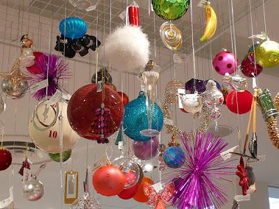 http://1.bp.blogspot.com/_yhAvHuMGXrs/R2LEyKnIfyI/AAAAAAAAEPs/E9JKWAbpE1o/s400/christmas+decors.jpg