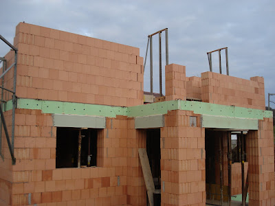 Bauen Mit Den Brachats Mauern Og Loch Fur Zisterne Fundament Garage