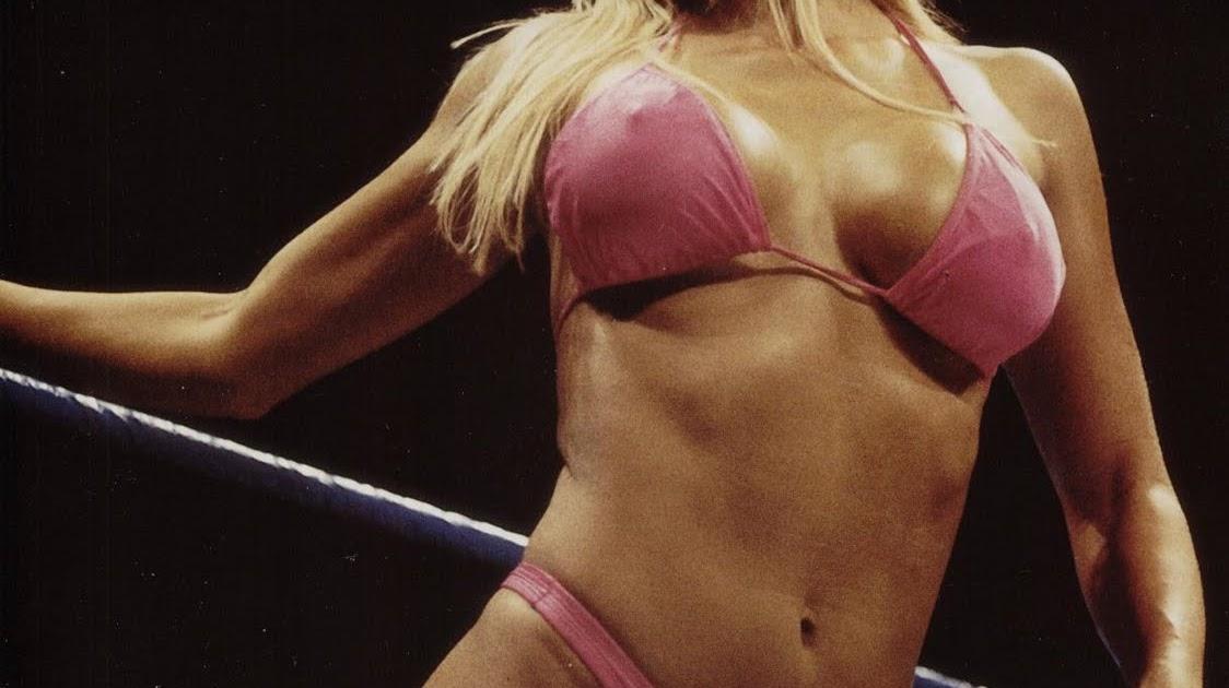 Nude girls wrestling