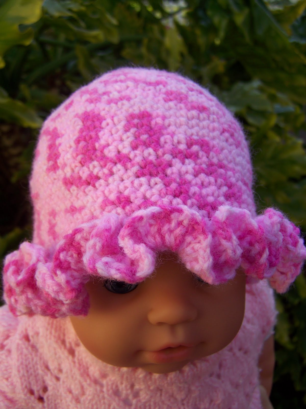 Back in my corner (with crayons): Crocheted Baby Ruffle Hat.