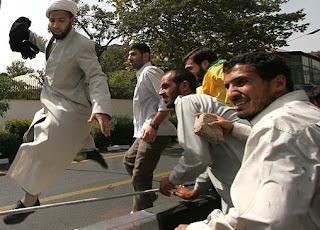 تشكيل اجتماعات و راه پيمايي ها ، بدون حمل سلاح ، به شرط آنكه مخل به مباني اسلام نباشد آزاد است