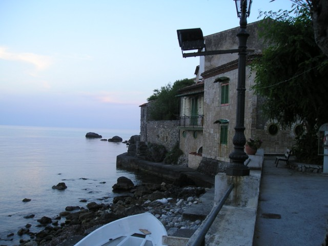 Memento solonico scario salerno for Piccoli piani di casa sulla spiaggia su palafitte