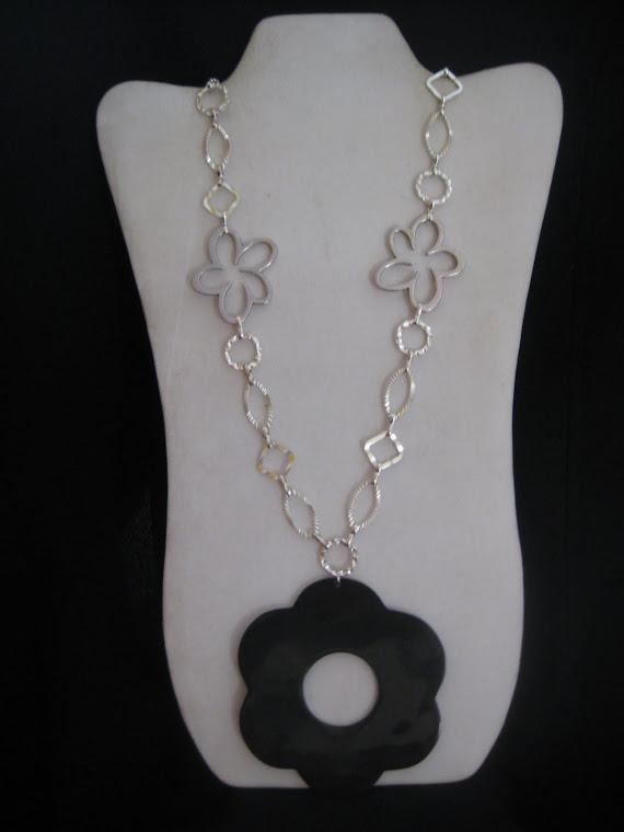 C12091 Collar Flores de Pewter y Cuero