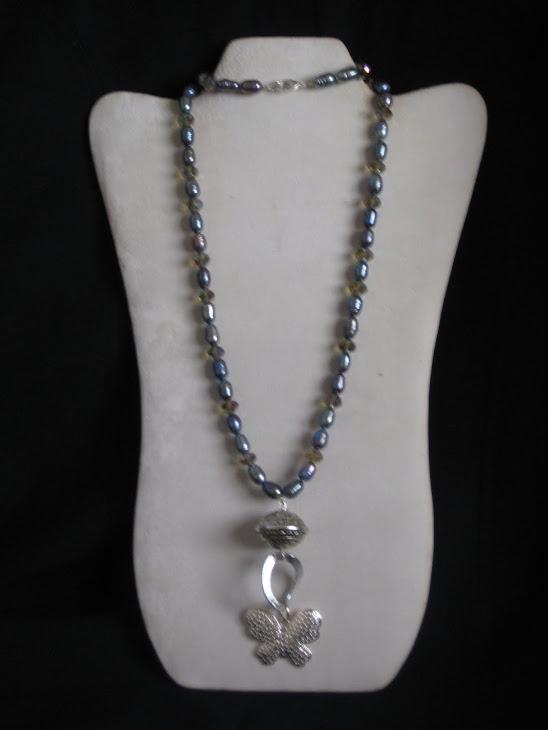 C05108. Collar Perlas y Mariposa