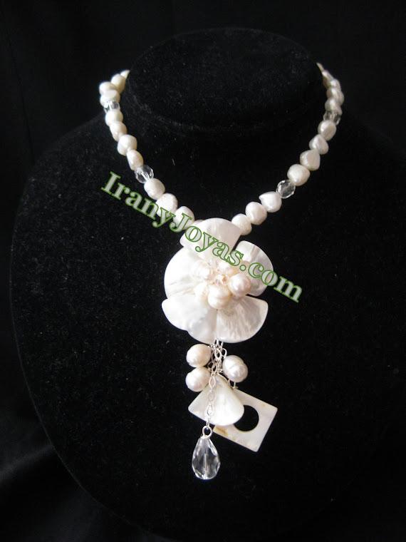 CP02 Collar en Perlas y flor de Nacar