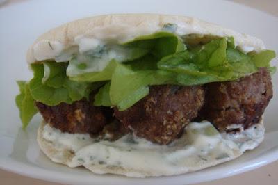 sandwich pita au boeuf et tzatziki