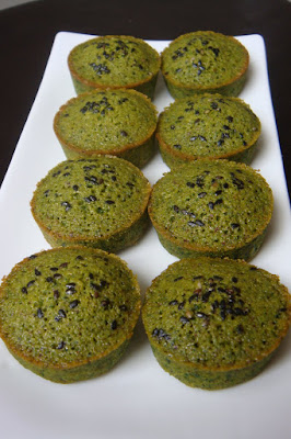 Financiers matcha sesame