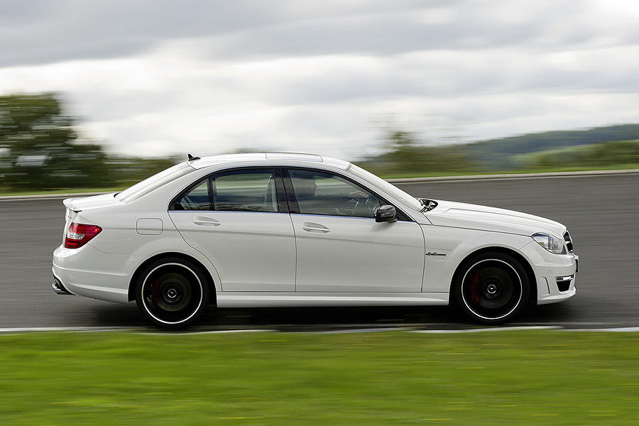 Cars pedia 2012 mercedes benz c63 amg sedan for Mercedes benz c63 sedan