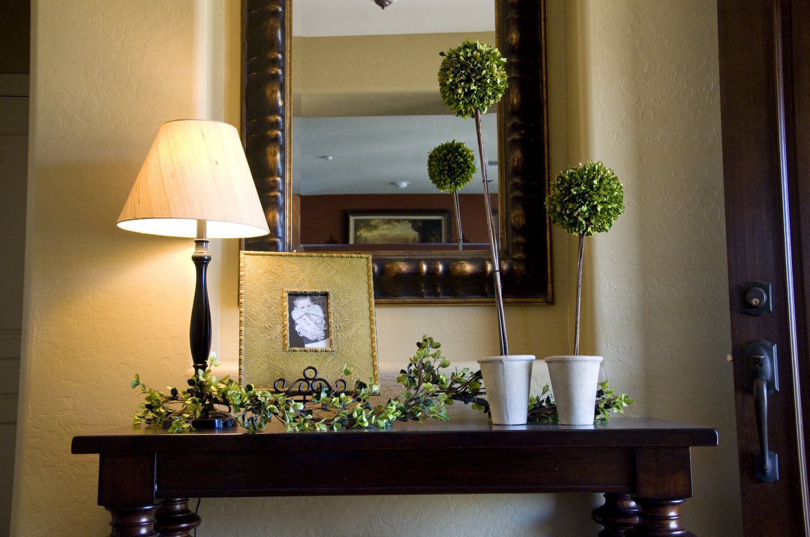 Foyer Table Decorating Ideas