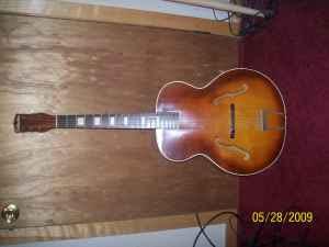 Craigslist Vintage Guitar Hunt: Silvertone Archtop outside ...