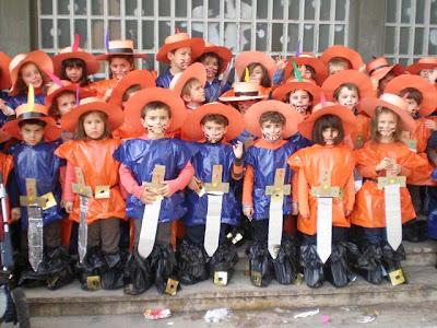 Ideas disfraces para escolares de mosqueteros trato o truco - Disfraz casero mosquetero ...