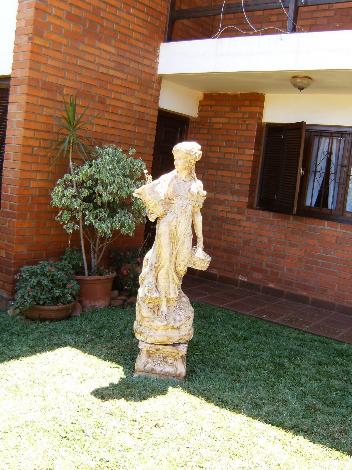 Paisajes y jardines accesorios del jardin for Estatuas jardin