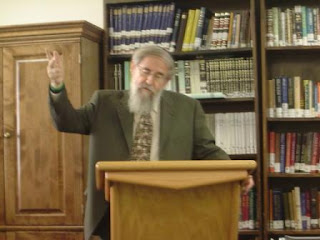 Rabbi Saul Berman speaking at Yeshivat Chovevei Torah in mid-September 2007 on the topic of innuy nefesh on yom Kippur