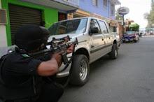 FUERA POLICIAS DE LA UABJO